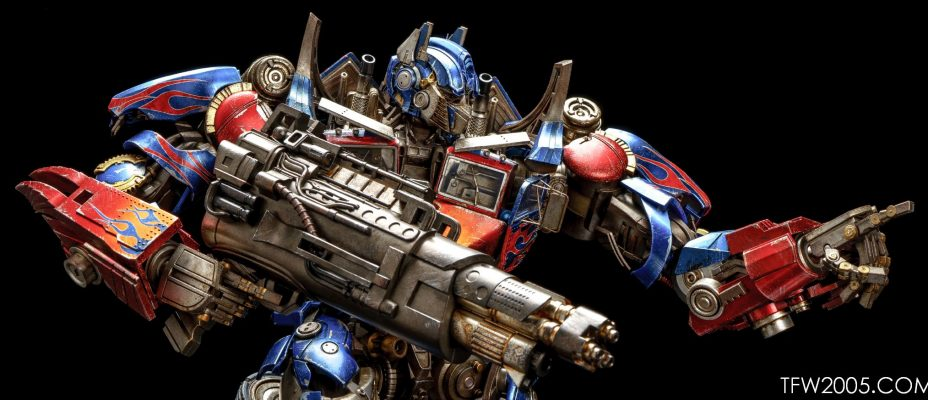 3A Transformers Optimus Prime In-Hand Gallery