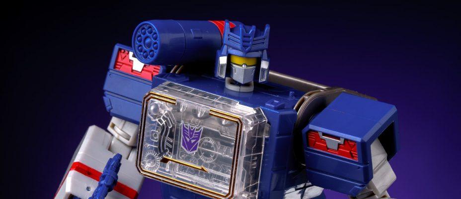 Titans Return Soundwave In-Hand Gallery
