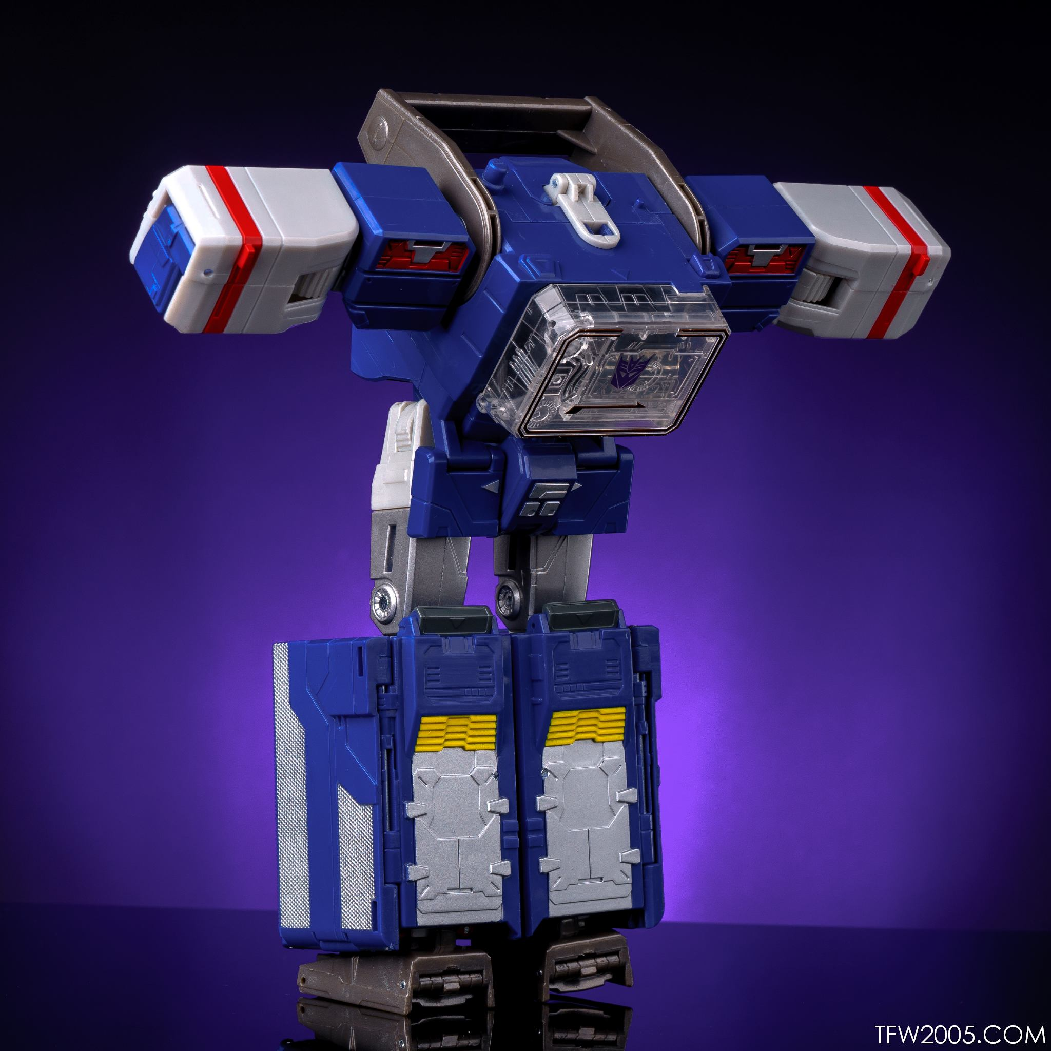 titans return soundwave in hand gallery transformers news tfw2005