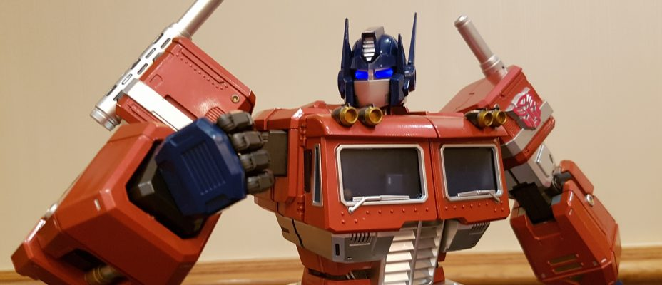 Toys Alliance Master Action Optimus Prime In-Hand