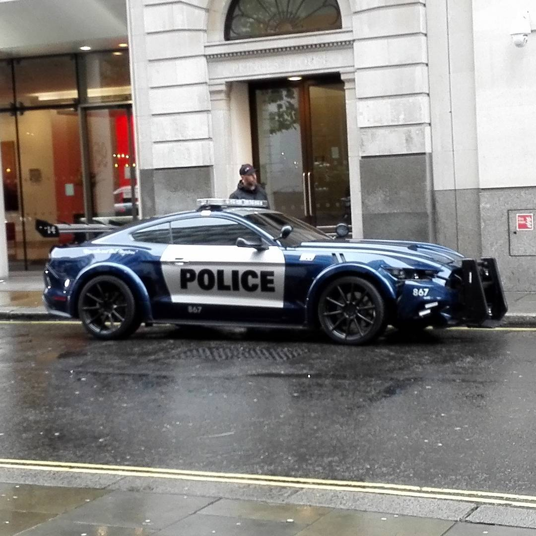 Barricade 2016 Ford Mustang police car