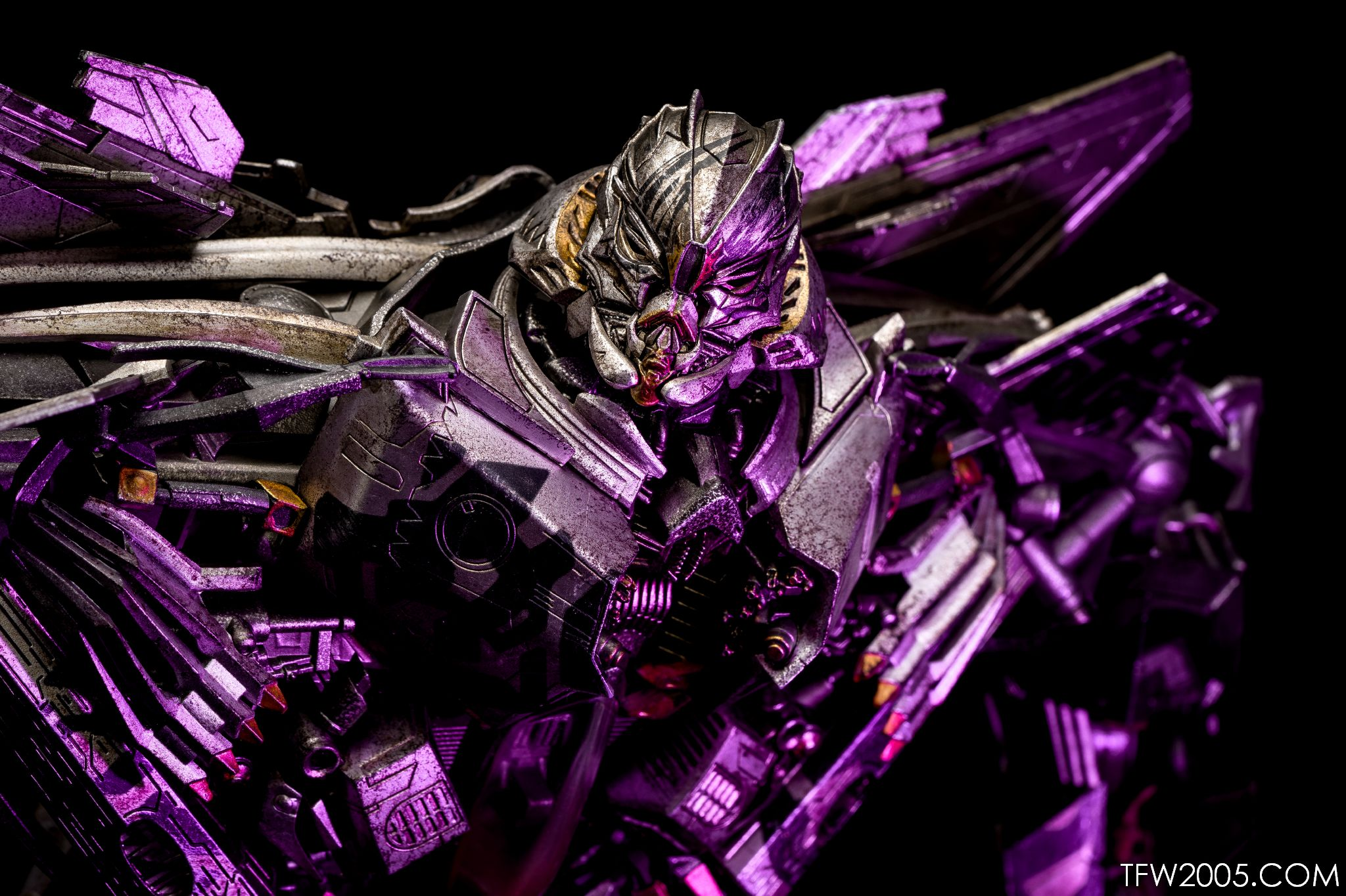 3a Transformers Starscream In Hand Gallery Transformers