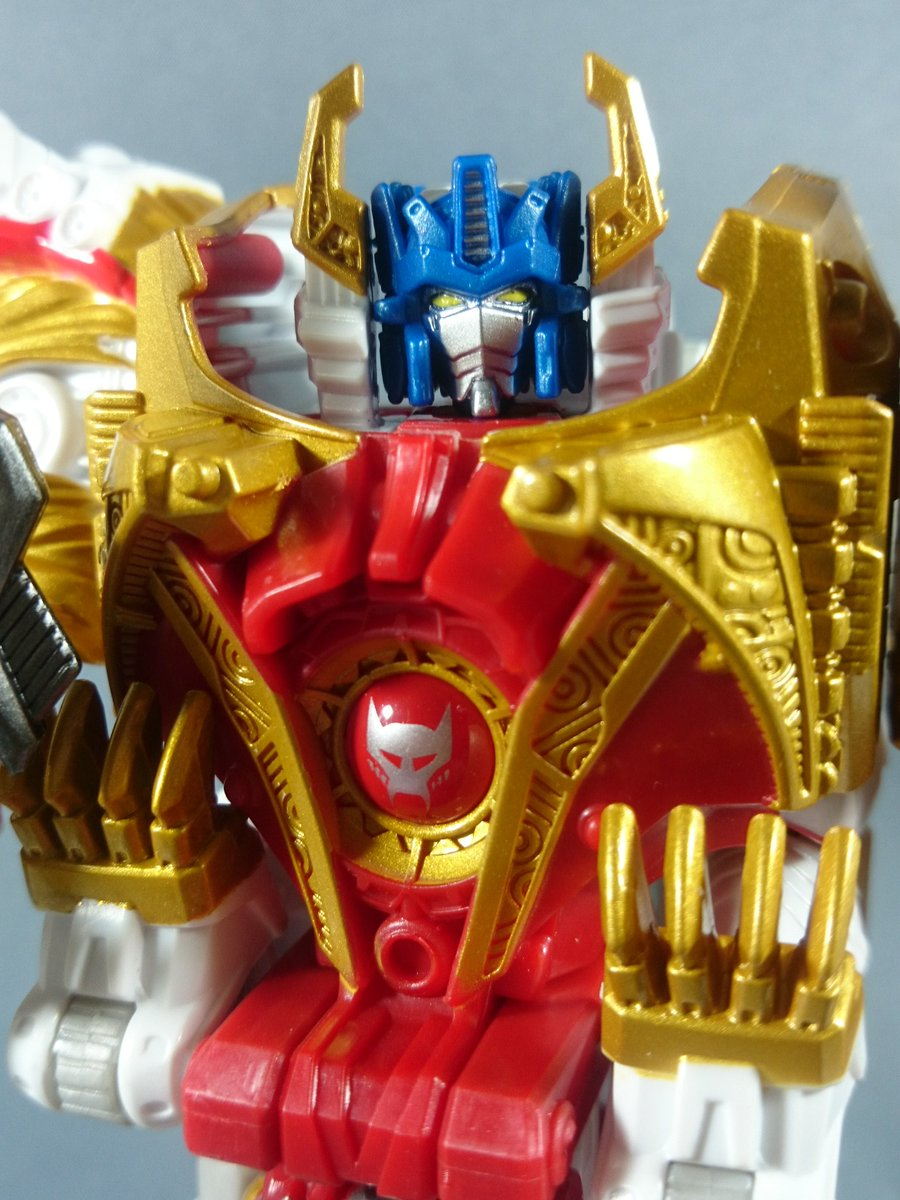 Transformers Legends Lio Convoy In Hand Images
