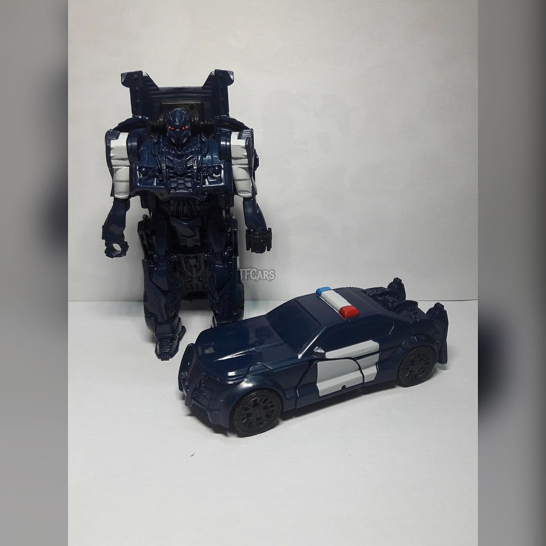 better look at transformers the last knight one step changer barricade transformers news. Black Bedroom Furniture Sets. Home Design Ideas