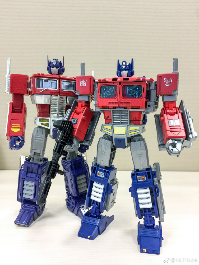 Power Of The Primes Leader Class Optimus Prime In Hand