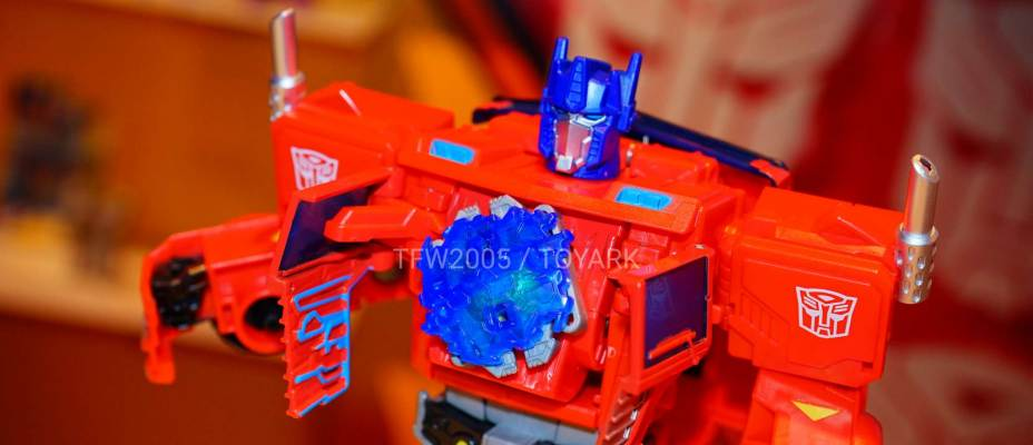 Toy Fair 2018 - Transformers Cyberverse Images