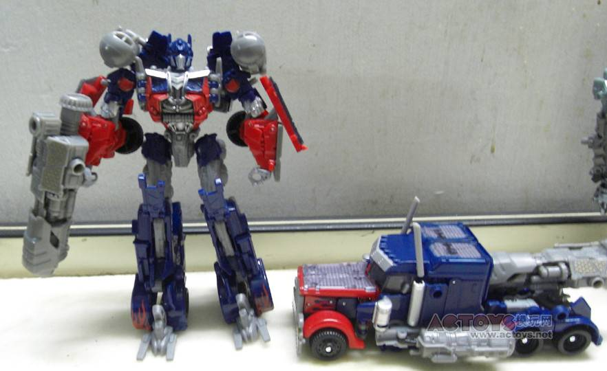 Dark Of The Moon Optimus Prime With Mech Tech Cannon