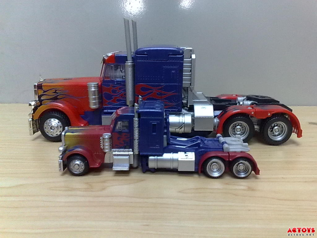 Dark Of The Moon Deluxe Optimus Prime New Images