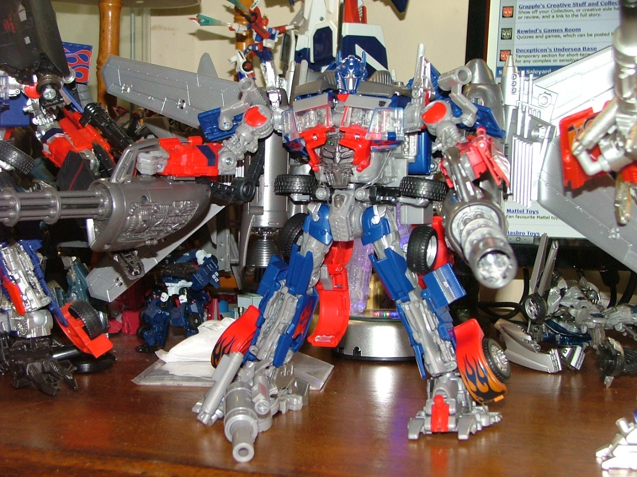 Dark Of The Moon Jetwing Optimus Prime In Hand Images And