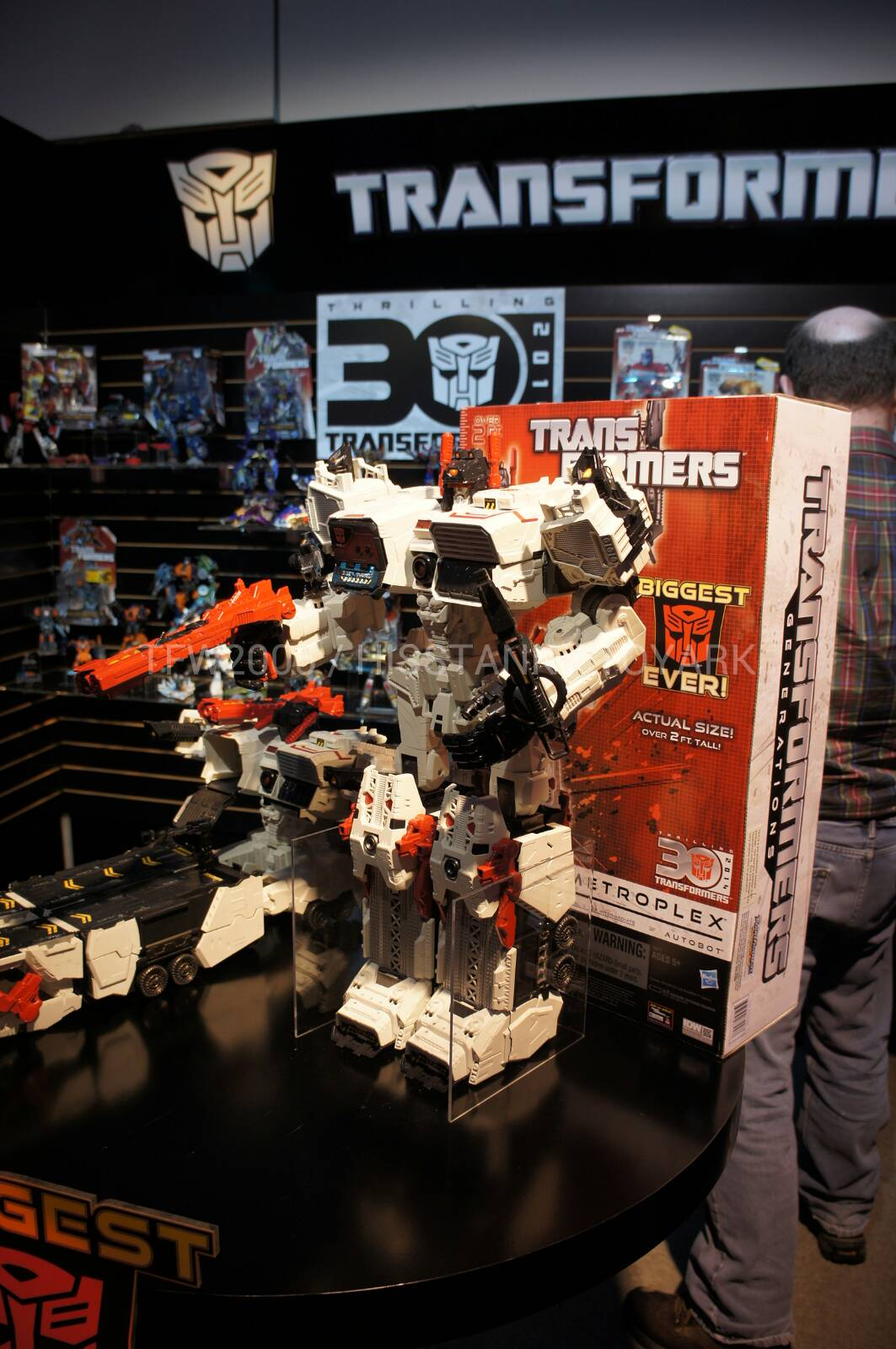 fall of cybertron metroplex announced at hasbro toy fair event