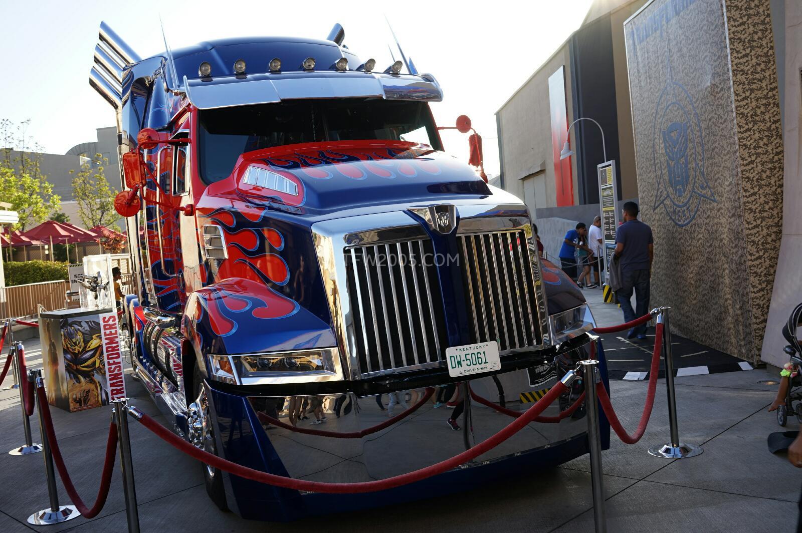 botcon 2014 photos western star optimus prime truck