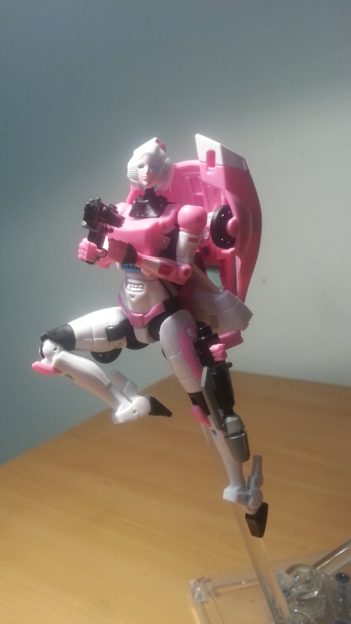 Transformers Generations Deluxe Arcee In Hand Photos