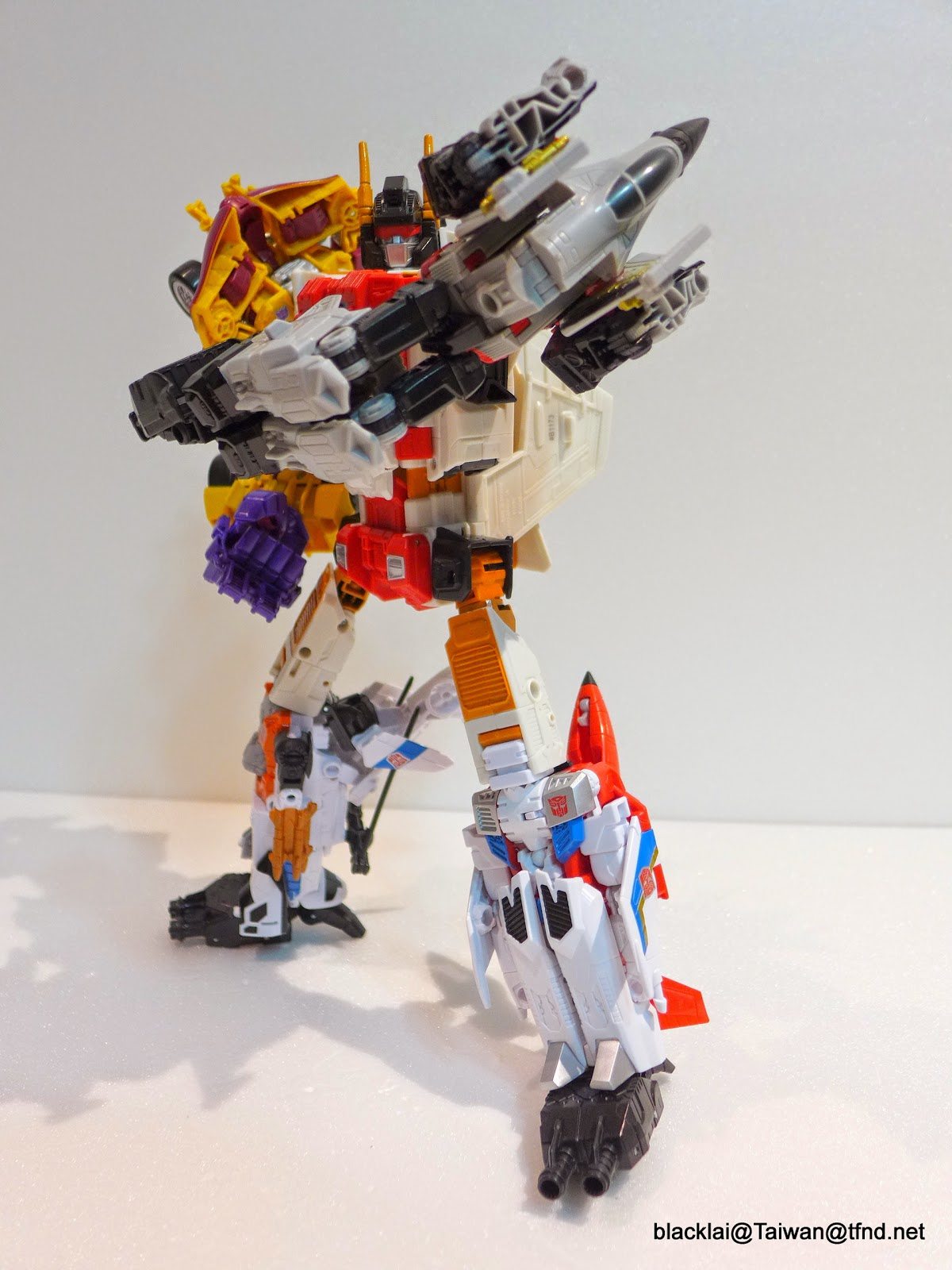 Transformers: Generations Combiner Wars Superion In-Hand
