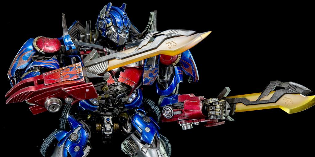 Closer Look At 3A Dark Of The Moon Optimus Prime