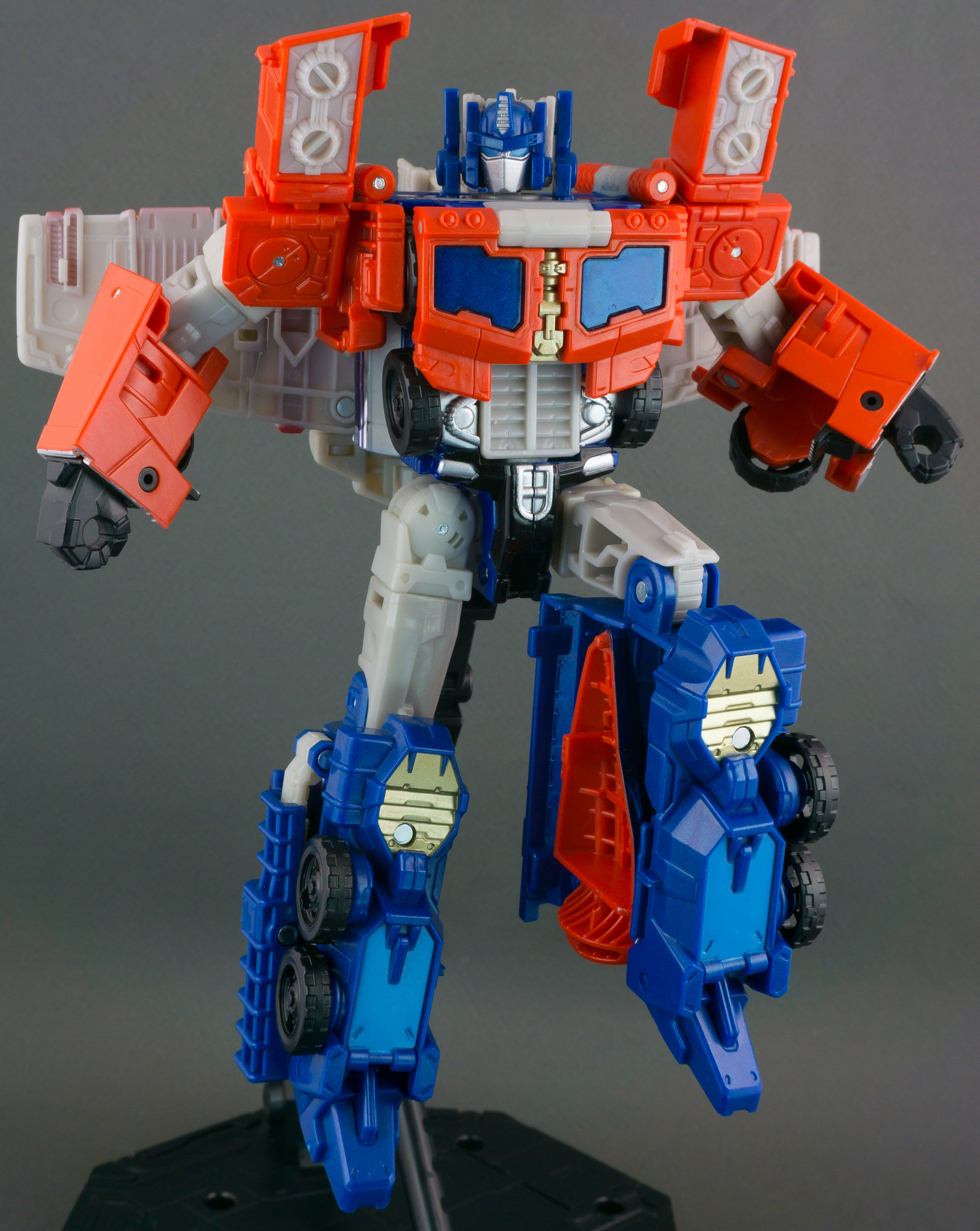 TFW2005's Titans Return Optimus Prime Photoshoot ...