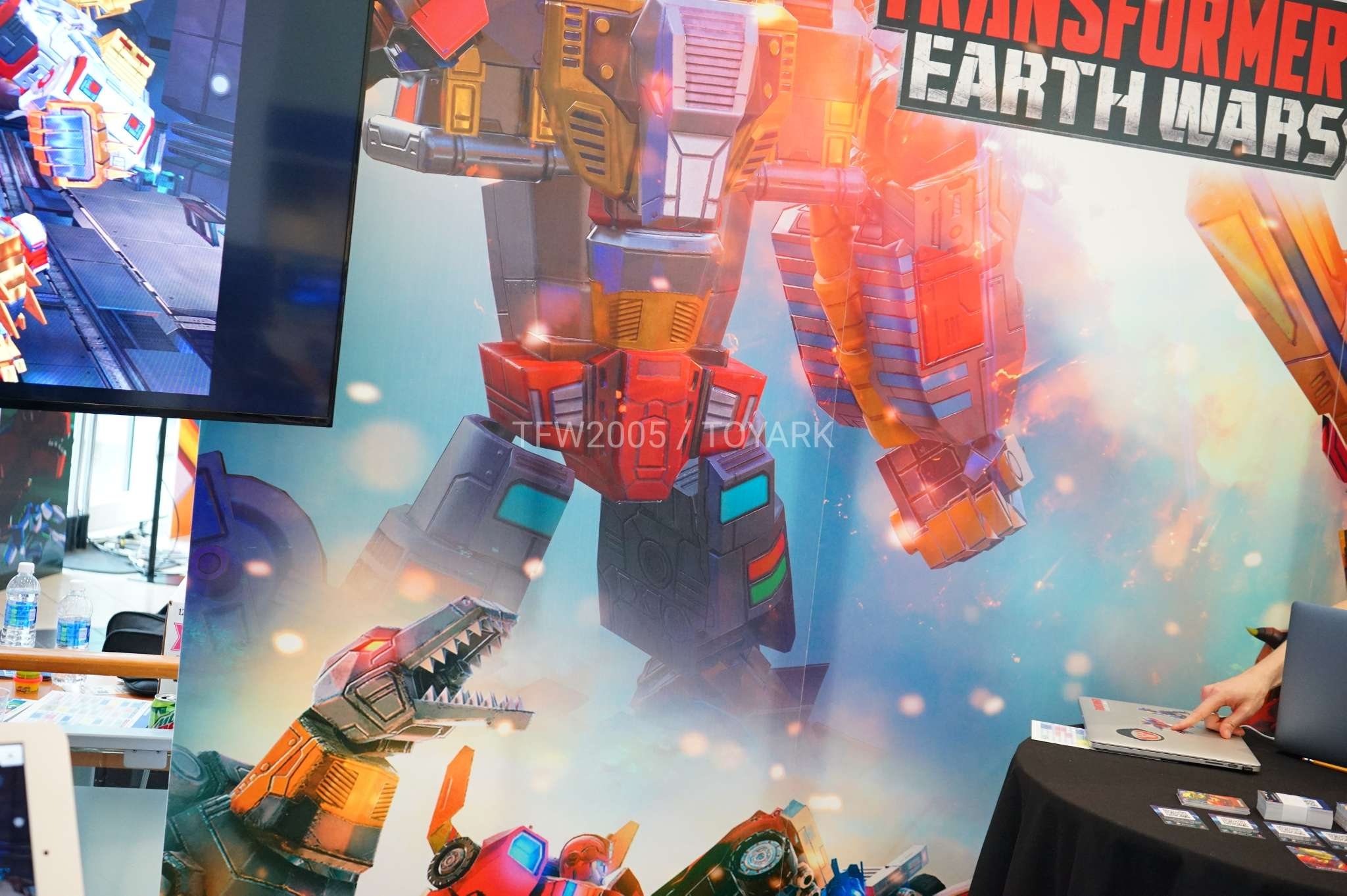 Hascon 2017 Earth Wars Booth Dinobot Combiner