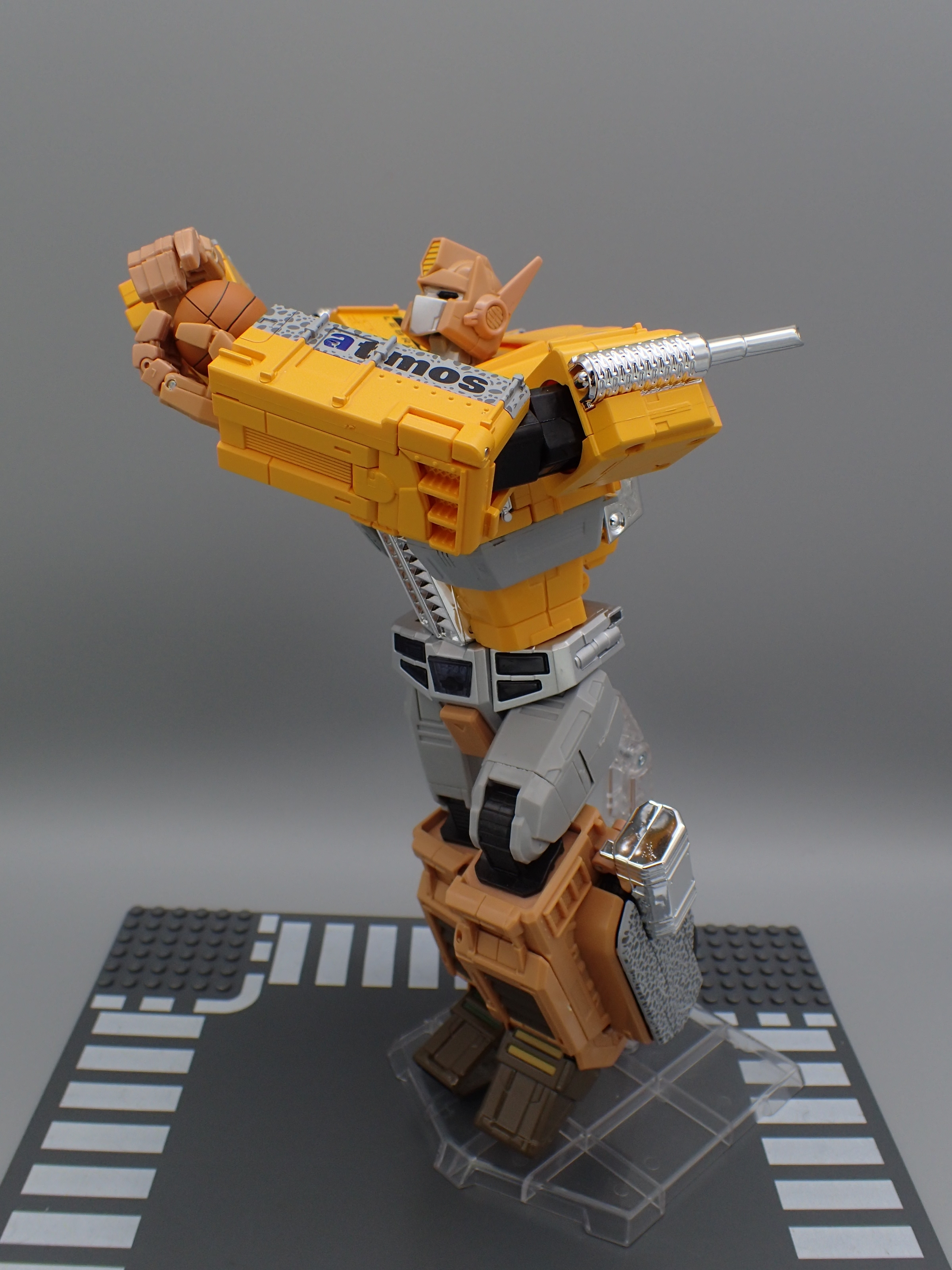 716c94b946b Masterpiece MP-10 ASL Convoy Atmos Safari Lebron Ver. in Hand Images ...