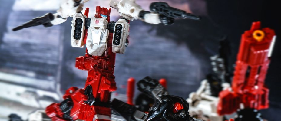Transformers War for Cybertron Siege Sixgun Gallery Live (And Optimus and Hound Too)