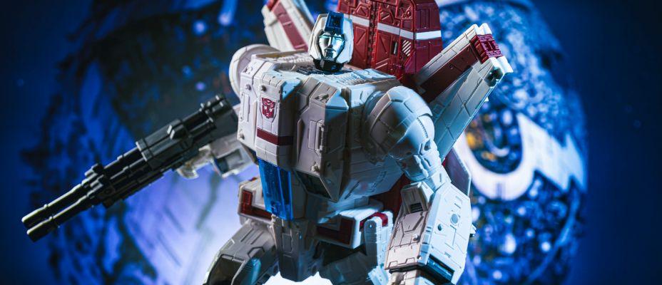 Transformers War for Cybertron Siege Jetfire In-Hand Gallery