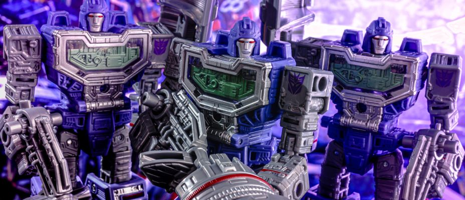 Transformers War for Cybertron Siege Refraktor Gallery Live (And Galactic Man and Red Alert Too)