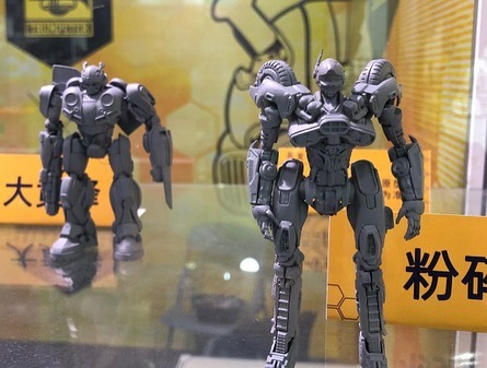 Figurines des Films Transformers ― Par Threezero (3A ThreeA), Comicave Studios, etc - Page 5 03-Bumblebee-Model-Kits-By-Trumpeteer