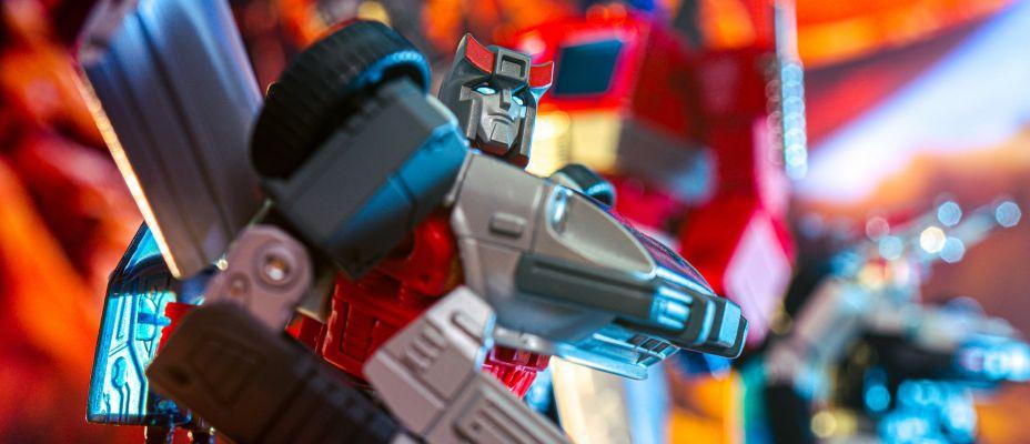 MP-18+ Transformers Masterpiece Bluestreak Gallery Live